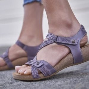 Taos Trulie purple braided cross cross sandal 39